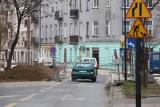 Wąskie gardło  na ul. Więckowskiego. Piesi może będą wdzięczni, kierowcy na pewno wkurzeni