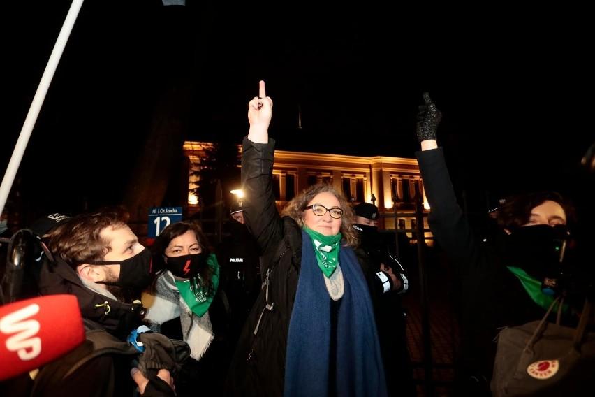 Strajk Kobiet znów wyszedł na ulice, protest w centrum Warszawy [ZDJĘCIA] Trybunał Konstytucyjny opublikował uzasadnienie wyroku ws. aborcji