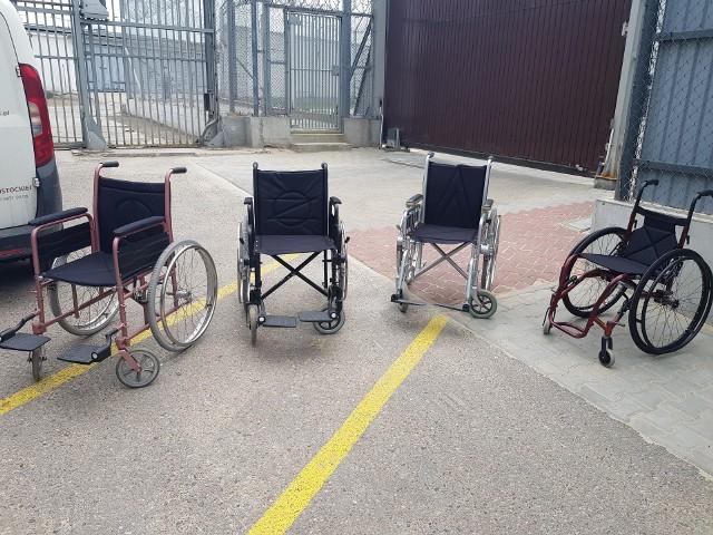 - Wózki były w stanie opłakanym. To był w zasadzie złom wózków inwalidzkich. Skazani wyremontowali, odrestaurowali sprzęt. Mieli okazję wykazać się i te wózki przywrócić do używalności, aby można było je przekazać osobom potrzebującym - mówi podporucznik Kamil Glanowski, rzecznik zakładu karnego. Sprzęt trafi teraz do Caritasu i gminy Turośń Kościelna.
