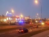 Ewakuacja trzech galerii w Białymstoku. W Białej i Outlet Center - bomba, w Jurowieckiej ktoś przypalił obiad w mikrofali (zdjęcia)