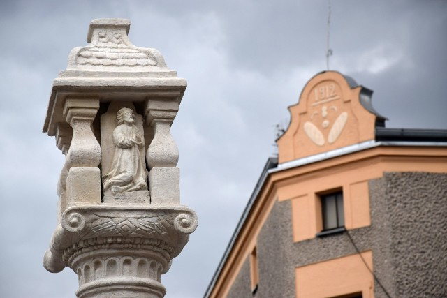XVII-wieczna oleska kolumna po renowacji.