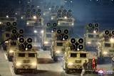 Wielka parada wojskowa w Korei Północnej. Pokaz siły militarnej przed wyborami w USA