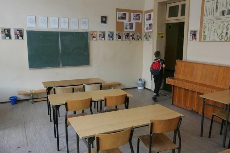 Według danych rządu w czwartek ponad 98 proc. szkół w Polsce...