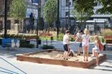 Nowy plac zabaw w parku kieszonkowym. Znajduje się w centrum miasta ZDJĘCIA