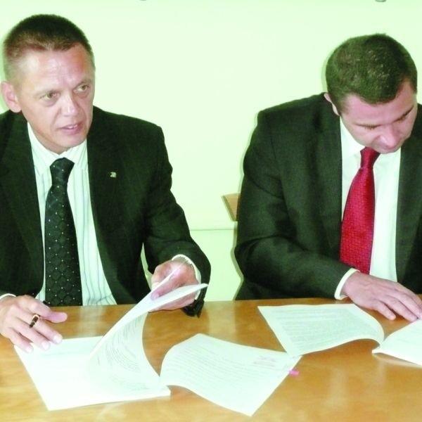 Umowę o powstaniu obwodnicy urzędnicy z GDDKiA podpisali wczoraj z przedstawicielami firm, które ją zbudują