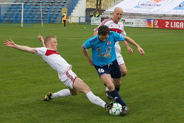 Robert Gajda (z prawej) w meczu z Polonią Bytom strzelił swoją ósmą bramkę w sezonie.