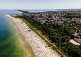 """Jak wyglądają nadmorskie plaże? Burmistrz Władysławowa o zdjęciu znanego fotografa: """"bardzo nieobiektywny obraz sezonu letniego 2020"""""""