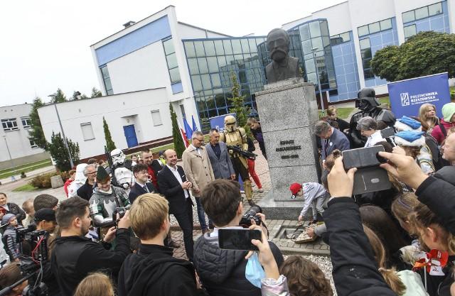 Wmurowanie kapsuły czasu w miasteczku Politechniki Rzeszowskiej.