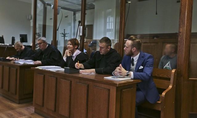 Oskarżonych broniło pięciu adwokatów.