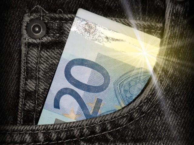 Drugą co do popularności, zabieraną na urlop walutą, jest euro