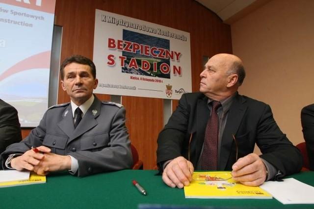 Wczoraj na uroczyste otwarcie wystaw Alarm i Sport-Obiekt do Targów Kielce przyjechali komendant główny policji Andrzej Matejuk i prezes Polskiego Związku Piłki Nożnej Grzegaorz Lato .