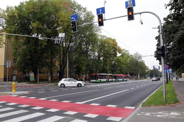 """""""Na pulsie"""" migają światła na skrzyżowaniu Al. Racławickich z Łopacińskiego oraz z Puławską, podobnie jest u zbiegu Lipowej i Ofiar Katynia"""