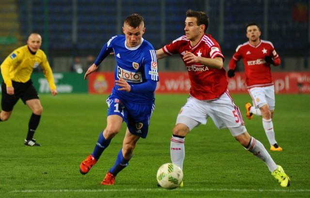 Paweł Moskwik (z lewej) w czasie gry dla Piasta Gliwice