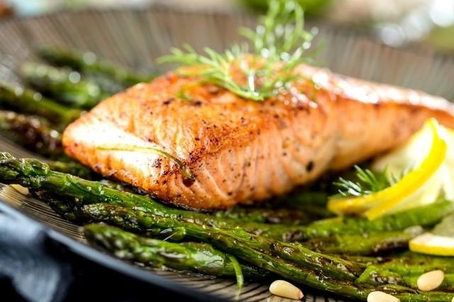Dieta niskowęglowodanowa jest odpowiednia dla zdrowych osób, które chcą zrzucić kilka kilogramów
