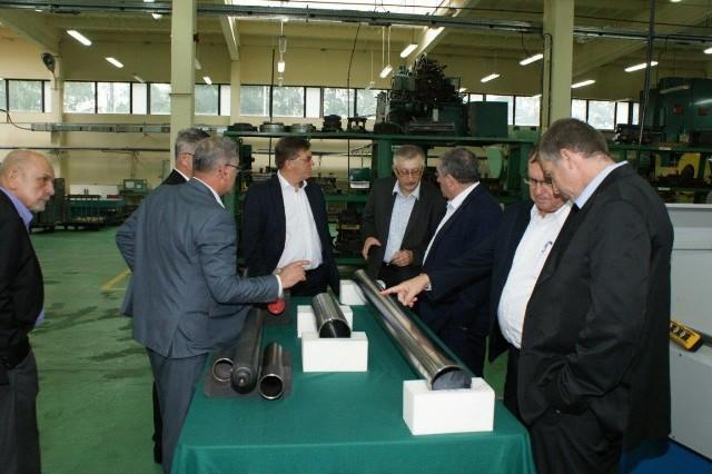 Goście z Izraela w Skarżysku zwiedzali fabrykę amunicji Mesko.
