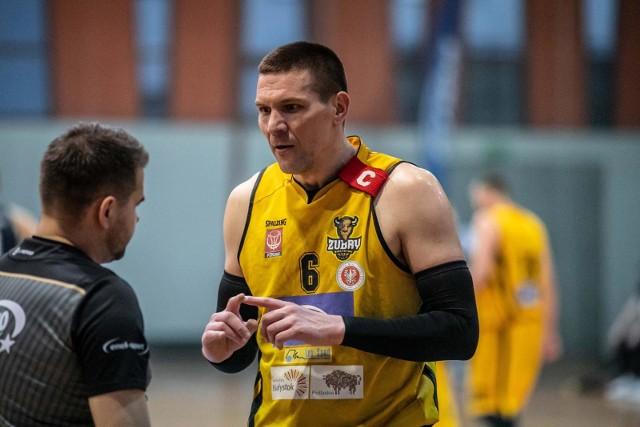 Arkadiusz Zabielski w meczu Żubrów z Sokołem Ostrów Mazowiecka zdobył 34 punkty.