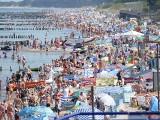 Upalny piątek w regionie. Tłumy na plaży w Mielnie [ZDJĘCIA]