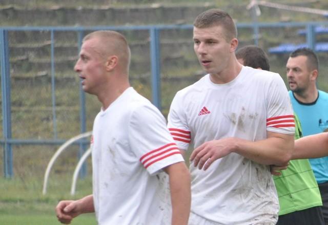 Damian szyszka (z lewej) zdobył trzy bramki w meczu z Orliczem.