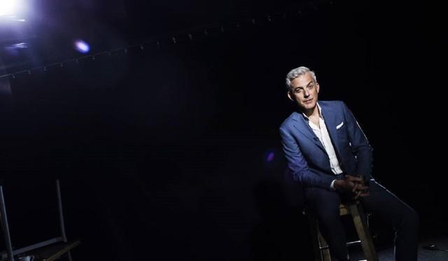 """Teleturniej TVN """"Milionerzy"""" emitowany jest od poniedziałku do czwartku o godzinie 20.55. By zdobyć milion, gracz musi udzielić 12 poprawnych odpowiedzi. Prowadzącym program jest Hubert Urbański."""