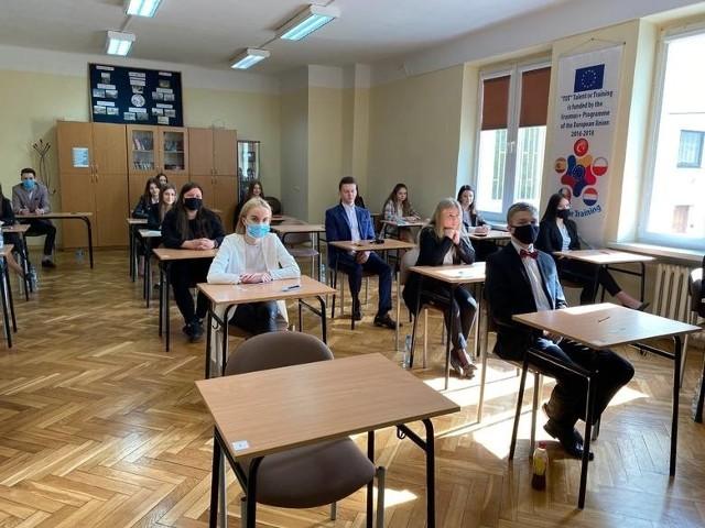 W Liceum Ogólnokształcącym w Iłży do egzaminu maturalnego przystąpiło 66 osób.