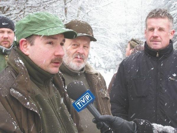 Ta żwirownia będzie miała negatywny wpływ na środowisko - uważa Andrzej Romaniuk, miejscowy leśniczy (pierwszy z lewej).
