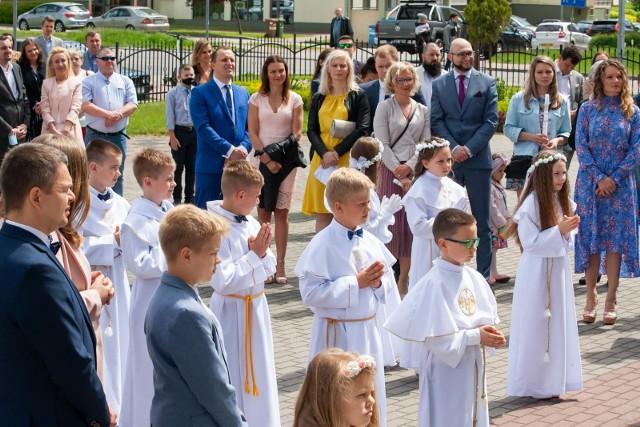 W Parafii św. Marka w Bydgoszczy w niedzielę (23 maja 2021 r.) odbyła się ostatnia w tym miesiącu uroczystość pierwszej komunii świętej. Ostatnia grupa dzieci przystąpi do sakramentu już po wakacjach, 12 września 2021 r.