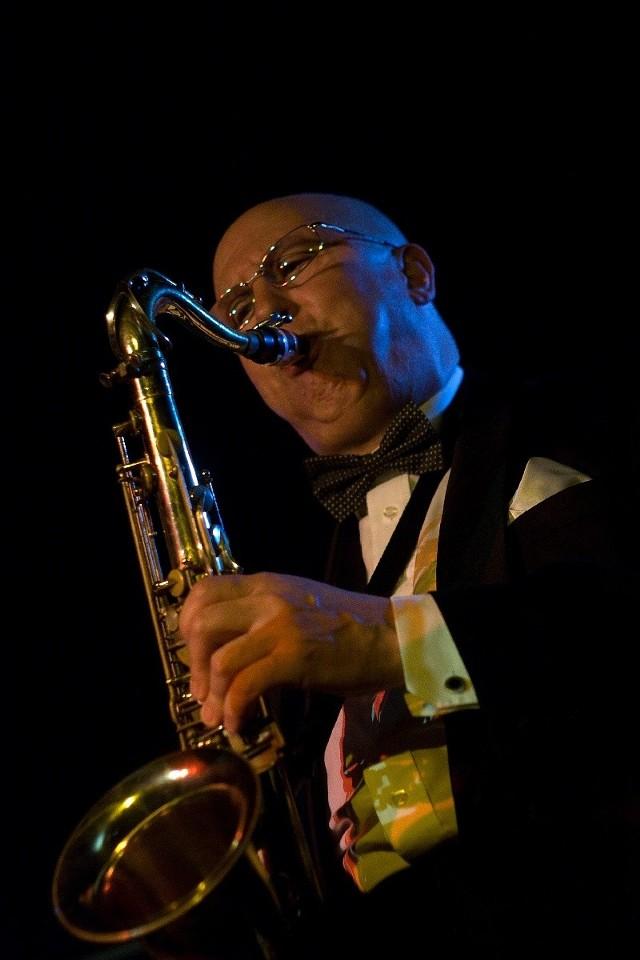 Valery Kisilyov gra na saksofonie i klarnecie