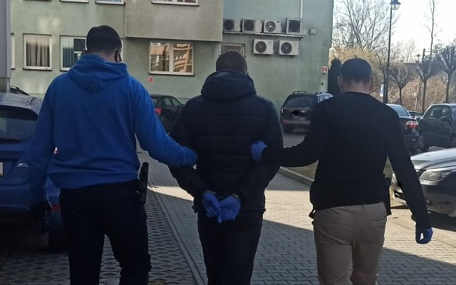Policjanci z Trzebini zatrzymali 33-letniego pedofila