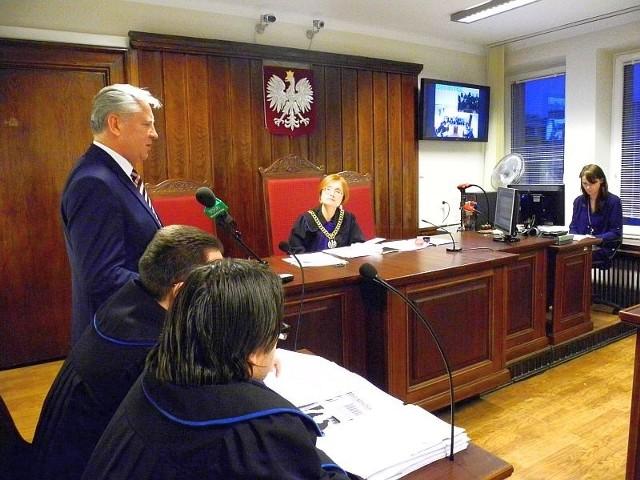 Kontrkandydat urzędującego prezydenta Białegostoku twierdzi, że komitet Truskolaskiego rozpowszechnia drugą część periodyku, w którym pojawiają się oczerniające go artykuły. Prawnicy KWW Tadeusza zaprzeczają.