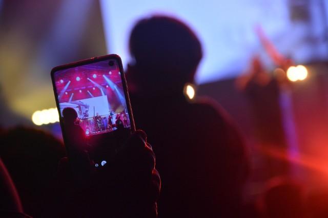"""W najbliższych miesiącach na deskach sępoleńskiej sceny wystąpią same gwiazdy. W październiku zawita Natalia Kukulska, a listopadzie Felicjan Andrzejczak, który świętuje 40-lecie pracy artystycznej. Natomiast w grudniu zapowiada się widowisko baletowe """"Dziadek do orzechów""""."""