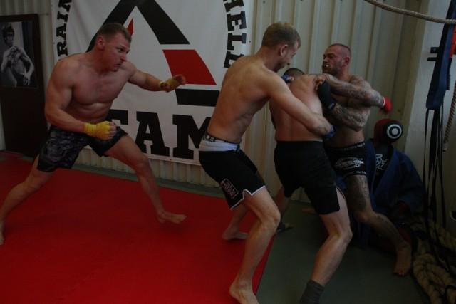 Grupowe walki MMA na pewno będą niezwykle widowiskowe