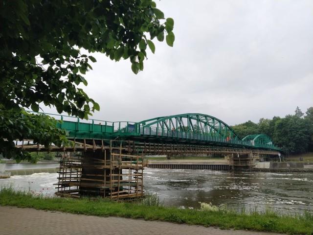 Most z Pasieki na Wyspę Bolko w Opolu będzie całkowicie zamknięty od poniedziałku do środy (8-10 czerwca) oraz od kolejnego poniedziałku do piątku (15-19 czerwca).