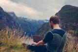 Cyfrowi nomadzi pracują i żyją pełną piersią