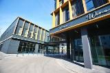 Nowe centrum handlowe na Swojczycach. Budowa dobiega końca [ZOBACZ ZDJĘCIA]