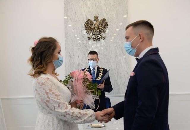 Burmistrz Wadowic udziela ślubu