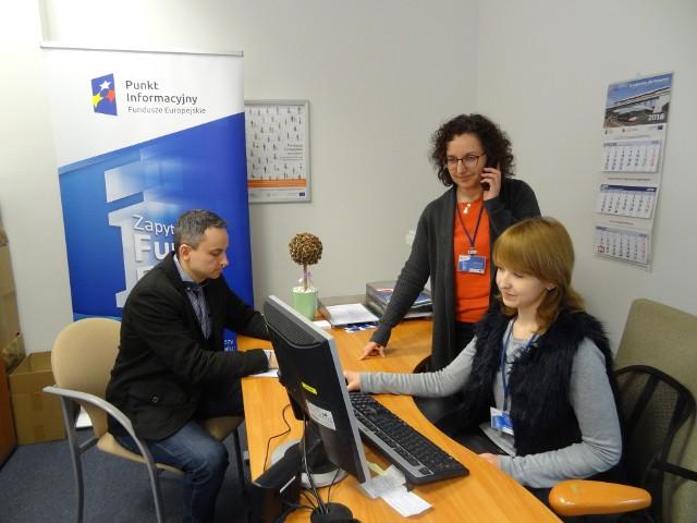 Konsultacji udzielają: Olimpia Klamann, Dominika Gregorek i Kamil Słomiński.