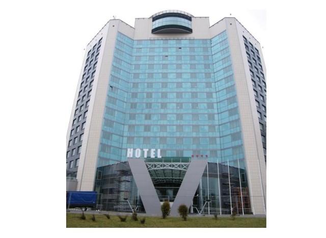 """Z ostatnich realizacji Unibepu warto przypomnieć chociażby oddanie do użytku Hotelu """"Victoria"""" w Mińsku. Jest to obiekt o wysokim standardzie wybudowany w formule """"zaprojektuj, wybuduj i wyposaż""""."""