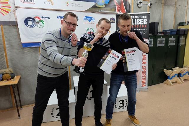 """Drużyna """"poranny.pl"""" wywalczyła drugie miejsce podczas XI Strzeleckich Mistrzostw Dziennikarzy w Białymstoku."""