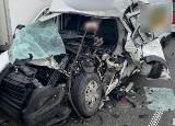 Tragiczny wypadek na A1 pod Mykanowem. Zginął 22-letni kierowca dostawczaka. Wjechał pod TIRa