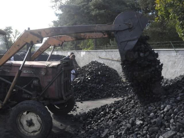 Po hałdach węglowych przy ulicy Betonowej w Białych Błotach nie ma już śladu. Koleją wywieziono stamtąd 40 tys. ton czarnego paliwa.