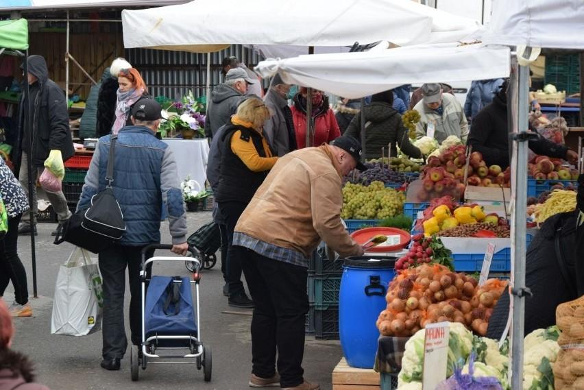 We wtorek 12 października na kieleckich bazarach była jak...