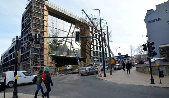 W 2014 r. urząd wynajął od dewelopera Orion powierzchnie biurowe w powstającym dopiero budynku przy ul. Wieniawskiej