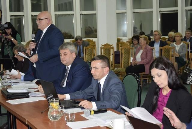 W czwartek po południu odbyła się kolejna, już trzecia, sesja Rady Miasta Skierniewice. Radni stawili się w komplecie.