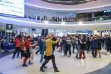 Poznań: Zatańczyli tango w galerii Posnania. Zobacz, jak wyglądał taneczny flashmob [ZDJĘCIA]