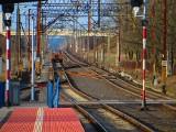 Jechał pociąg z daleka i połamał... pantograf