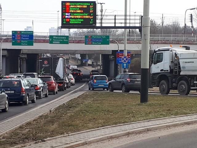 Zajmująca się nawigacją samochodową  firma Tom-Tom przygotowała doroczny raport o korkach w dużych miastach, tzw. TomTom Traffic Index za rok 2019. Łódź kolejny raz została najbardziej zakorkowanym miastem Polski. Jest też najbardziej zakorkowana w Europie w kategorii miast do 800 tys. mieszkańców.CZYTAJ DALEJ NA NASTĘPNYM SLAJDZIE