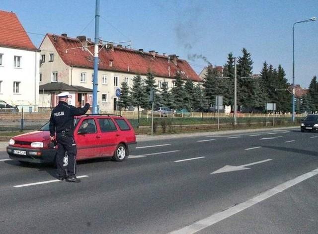 - Policja będzie się zawsze bronić tym, że przy okazji kontroli trzeźwości, sprawdza też dokumenty i stan techniczny pojazdów - uważa mecenas Janusz Mazur z Bydgoszczy.