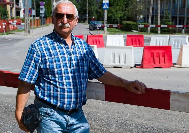 Andrzej Grabowski uważa, że podczas budowy trasy niepodległości powinien być zapewniony przejazd chociażby przez ul. Szarych Szeregów