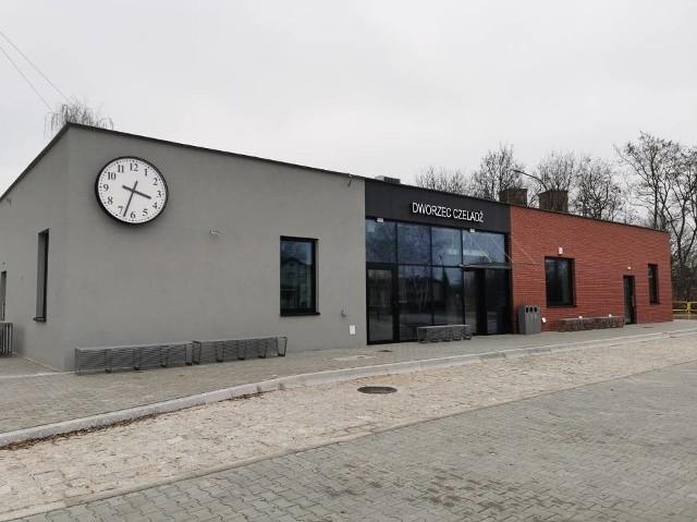 Dworzec w Czeladzi powstał na terenie nowego węzła przesiadkowego w rejonie ul. Kombatantów i Szpitalnej Zobacz kolejne zdjęcia/plansze. Przesuwaj zdjęcia w prawo - naciśnij strzałkę lub przycisk NASTĘPNE