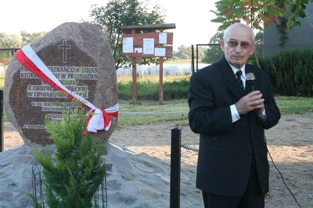 Prof. Benon Dymek spod obelisku odczytał nazwiska pomordowanych